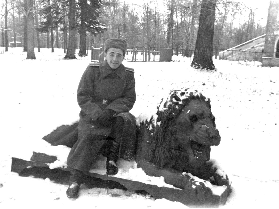 Фото 002 У Китайского театра в Детск. гор. 1950-е гг.